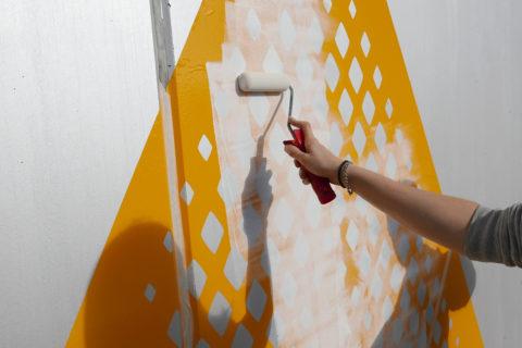 Farbarbeiten für eine Beschilderung