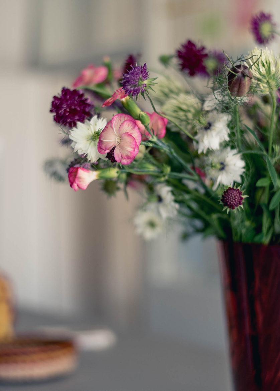 Blumenstrauß im Büro