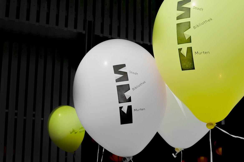 Luftballons zur Bewerbung der Stadtbibliothek
