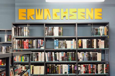 Beschilderung in der Stadtbibliothek