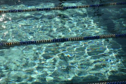 Wasser im Schwimmbecken