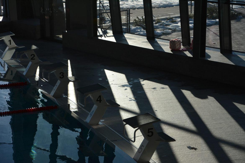 Markierung der Startblöcke im Schwimmbad