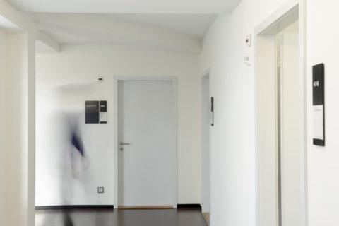 Beschilderung vor einer Türe
