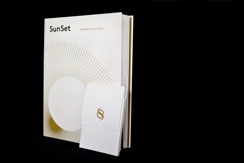 SunSet Buch vor schwarzem Hintergrund